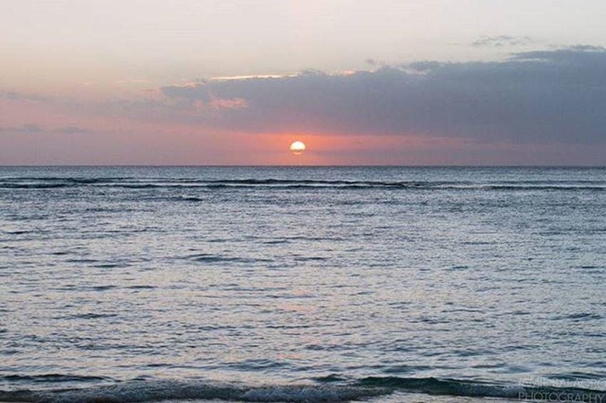 Setting intentions for the week ahead. - Nov 2015 | Waikīkī, O'ahu, HI - 😚 Settingintentions Settingsun Sopunny Sundaymindset Positivevibes Positivementalattitude Intentions Sunsets Waikiki Waikiki WaikikiBeach Oahu Hawaiinei Hivibes Beachlife Islandlife Pacificocean Pacificislands Wanderlust Travelgram Travelphotography Sunsetphotography Photoglife Flickrfiles canon7d