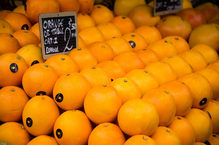 Healthy Eating Market Food Wellbeing Retail  Food And Drink Large Group Of Objects Fruit Price Tag Orange Color For Sale Communication Freshness Market Stall Abundance Citrus Fruit Orange Number Business Orange - Fruit No People Sale Retail Display Ripe Juicy Street Market Shop Stall Farmer Market Vitamin C