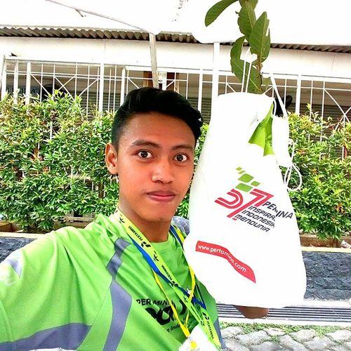 Ayo budayakan menanam sejak dini bro. Hijaunya indonesia ku. Agar selamay dari pemanasan global. Eco Safeindonesia Nature NikeRun pertaminaecorun run pohon jambu hihi indonesia iphonesia