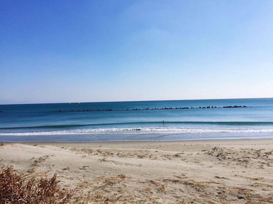 今日の波乗り 天気は最高😃☀️風が強い😂💦小波😅💦海水めっちゃ冷たい🤣💦 さくっと1時間 の波乗りでした😆✨☀️☀️✨🏄♂️ 快晴 青空 サーフィン 波乗り Horizon Over Water
