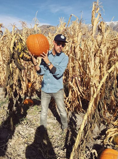 scary over caffeinated pumpkin patch mission 2018. ☕️⚡️🎃 Wasatch Mountains Halloween Utah Pumpkin Patch One Person Leisure Activity Lifestyles Nature Sunlight Real People Full Length