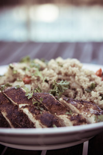 Grilled chicken and quinoa plate Chicken Quinoa Salad Shallow Depth Of Field Herbs Vegetable Unsaturated Food And Drink Food Close-up Freshness Meat Indulgence Wellbeing Crockery