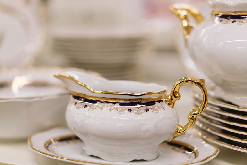 Tea Cup Close-up No People Japanese Tea Cup Tea Set Dishes Dishes Set Shop Shelves Indoors  Shopping Retail  For Sale Store Arrangement Shelf White Gold Golden White Color
