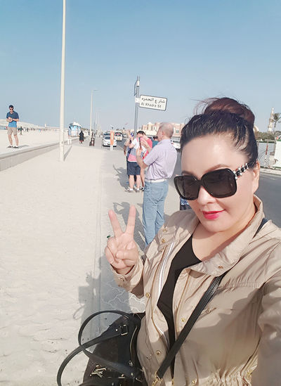 My Travel In Dubai Series: United Arab Emirates Jumeirahbeach Lizara ❤️ Solo Traveler! Streetphotography Leisure Activity Dubai❤ Beachphotography Exploring For My Own Photo Journal Waterscape Travel Photography Vacations Selfie ✌