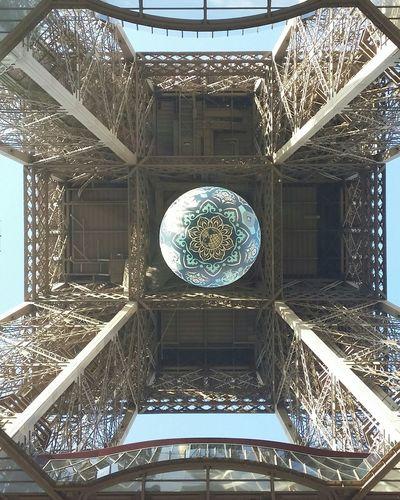 Streetart Tour Eiffel Shepard Fairey Paris Je T Aime Earth Crisis