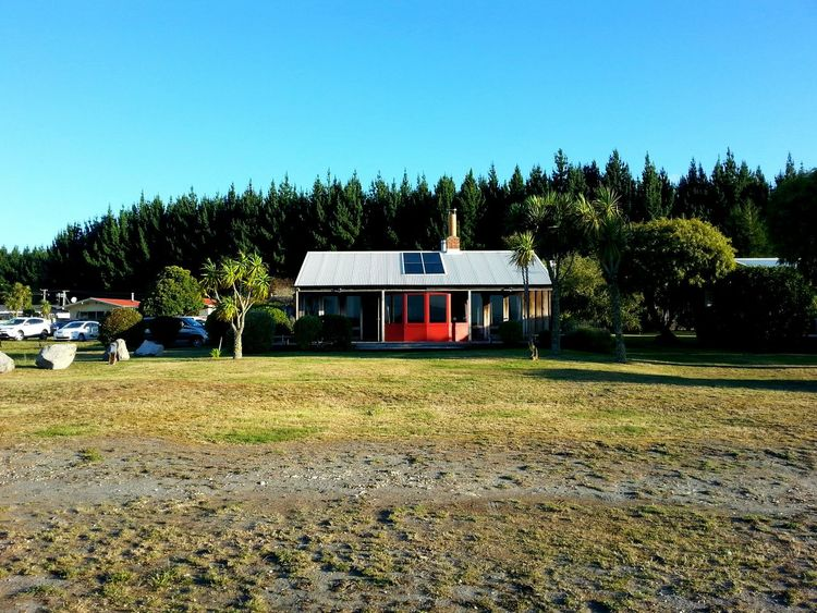 Living by the lake. Lake View Cottage Lake House  New Zealand Scenery