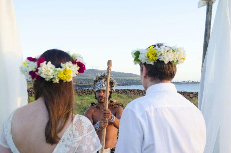 Simbolic Rapa Nui Wedding in Tahai, Easter Island Weddingplanneruneasterisland Brideandgroom Simbolic Wedding Wedding Bride Celebration Adults Only Life Events Togetherness Wedding Ceremony EyeEm Ready