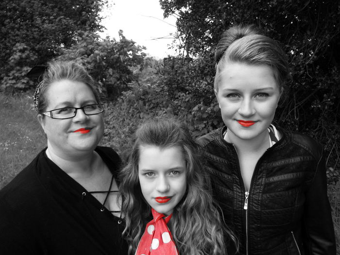 Red Lips Motheranddaughters Portrait Smiles