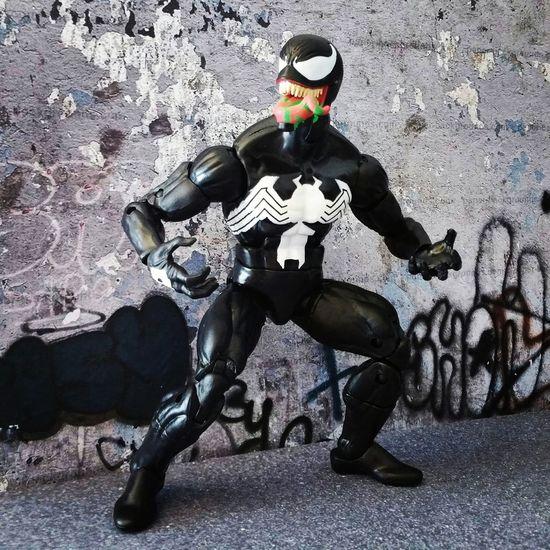 """I can sense another symbiote near by...."" Venom Eddiebrock Spiderman Spiderverse Articulatedcomicbookart Marvellegendscommunity Marveluniverse Marvelcomics Marvelactionfigure Hasbro Actionfigure Toycrewbuddies ACBA Marvel Toyphotography Marvelinfinite Marvellegendsseries Marvellegends"