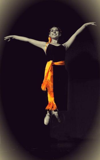 Vuelo libre Ganjareta Momento De Ocio Danse Classique DanzaContemporanea Bellas Artes Ballett Ballet Dancer Bailarina EyeEm Gallery Playing With Filters