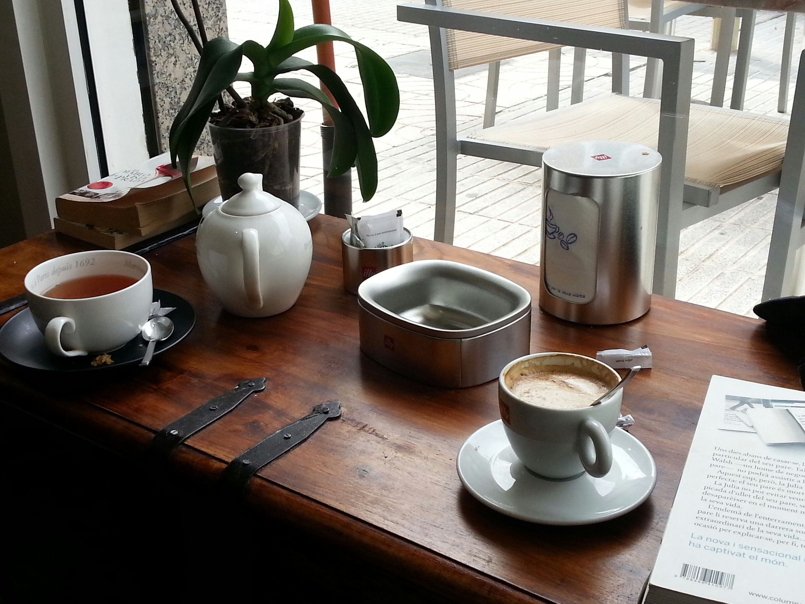 indoors, table, coffee cup, drink, food and drink, chair, coffee - drink, still life, saucer, refreshment, cup, restaurant, empty, high angle view, no people, coffee, cafe, absence, home interior, freshness