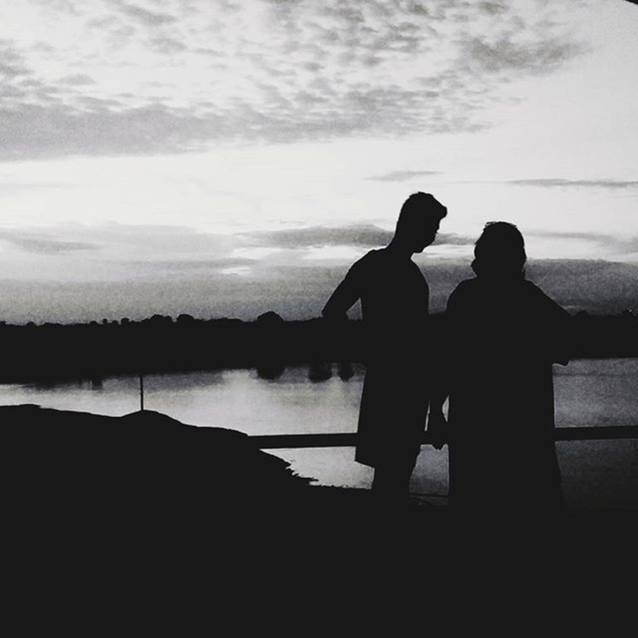 silhouette, men, water, togetherness, lifestyles, sky, leisure activity, standing, person, sunset, bonding, outline, full length, cloud - sky, nature, sea, love