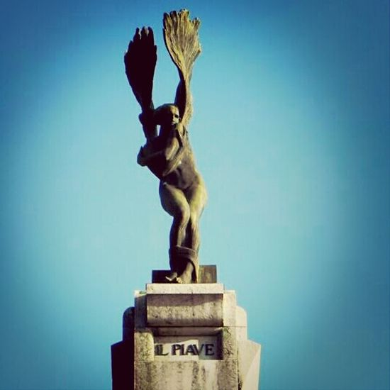 Vittoriale D'Annunzio Piave Statua
