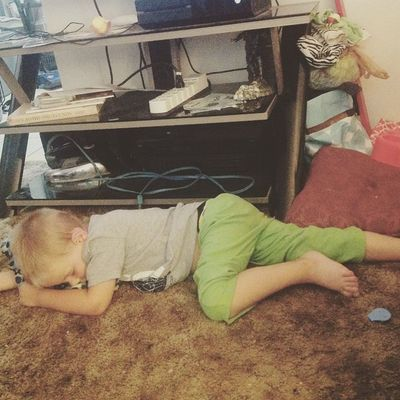 Crashed watching daddy play a game.... Boys Boymom Gaming Xbox Cute Naps