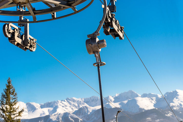 The mechanism of the ski lift, visible metal parts and ropes on which hang chairs in the tatry