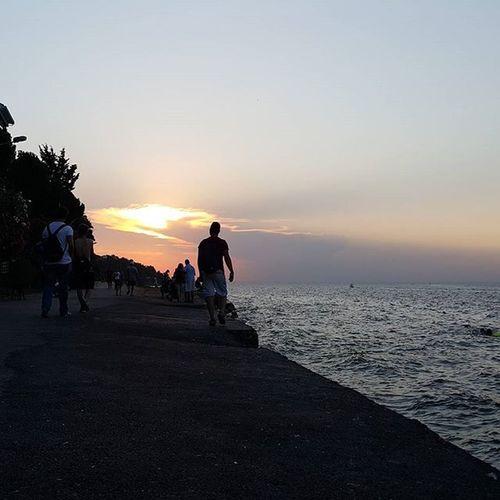 Güzel ve huzurlu bir gün geçirdim bugün. Ve güneş çekilirken huzurumuzdan eve gitme vakti gelmiş demektir... Sunset Burgazada Relax Life freepeople fp mood