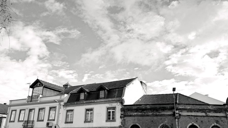 Showcase April Houses Houses And Windows Sky Clouds And Sky Cloudy Sky The KIOMI Collection Roofs B & W  Black And White Old House Ancient
