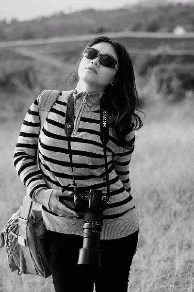That's Me Just Me Hi! Black & White Enjoying Life Hunting Landscaper