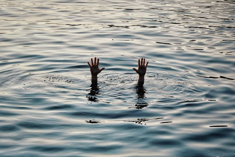 Water Human Hand Ten Hand Underwater Hands Fingers Wave Rippled Nature Human Body Part Arms Raised Lake Ocean Summer Beauty In Nature Interesting Creativity Swimming Lake Rippled Silhouette Drowning Sinking Water Surface UnderSea Sunken Outline Sunset 10