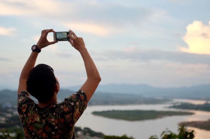 EyeEm Photographing Real People Sky Smart Phone Lifestyles Mobile Phone Holding Outdoors Mountain Cloud - Sky Technology