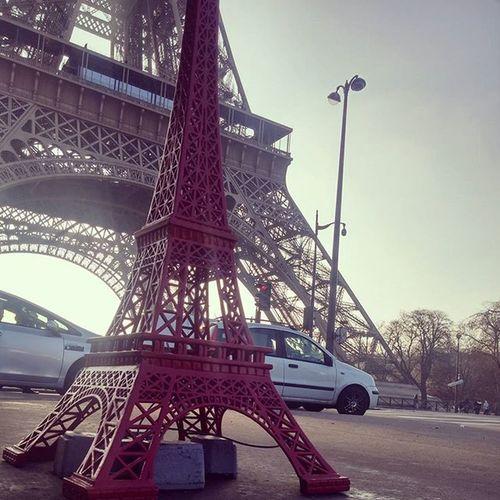 Mummy Eiffel and baby Eiffel 🗼 Contiki Paris