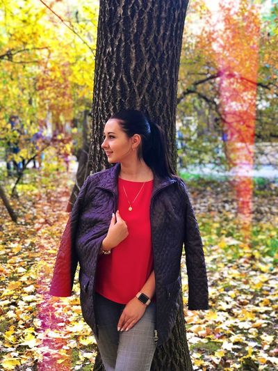 Autumn Tree One Person Tree Trunk Trunk Leaf Plant Part Young Adult Plant Change Standing Women Adult Clothing Three Quarter Length Young Women Nature Lifestyles Casual Clothing Hairstyle