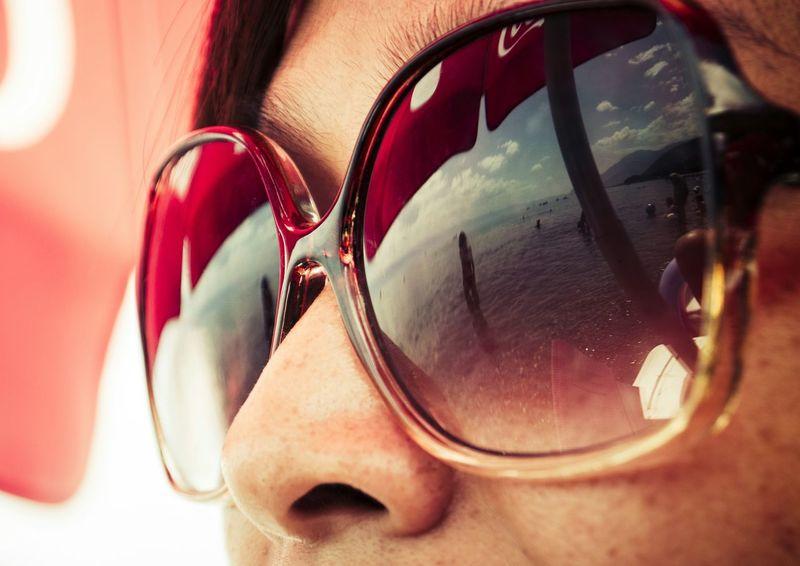 Sunglasses Reflection Girl Face Fabulous Sunglasses Sunday Reflected Glory