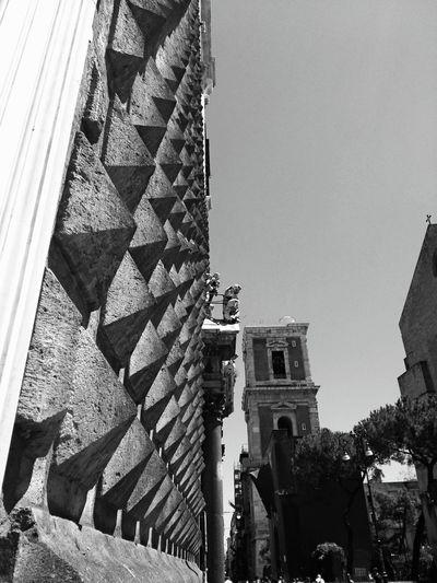 Napoli Arte Piazza De Gesù Chiesa Del Gesù Centrostorico Photography Photoproject Bugnato Unicum Meraviglia Love Architecture Rinascimento Italia Italy Architecture_collection Arts Churches Diamonds Daylight Urbanlifestyle Architecture Photography