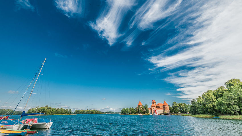 Trakai Castle Himmel Himmel Und Wolken Lietuva Lithuania Lithuania Nature Architecture Beauty In Nature Cloud - Sky Day Galve See Lake Litauen Litauische Natur Nature Outdoors See Sky Sommer Summer Trakai Trakai Castle Trakai Island Castle Wasser Water Waterfront