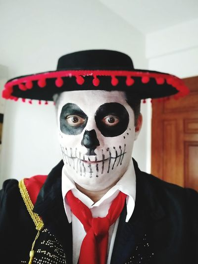 Halloween Portrait Disguise Men Clown Spooky Stage Costume Evil Business Well-dressed Face Paint Body Paint