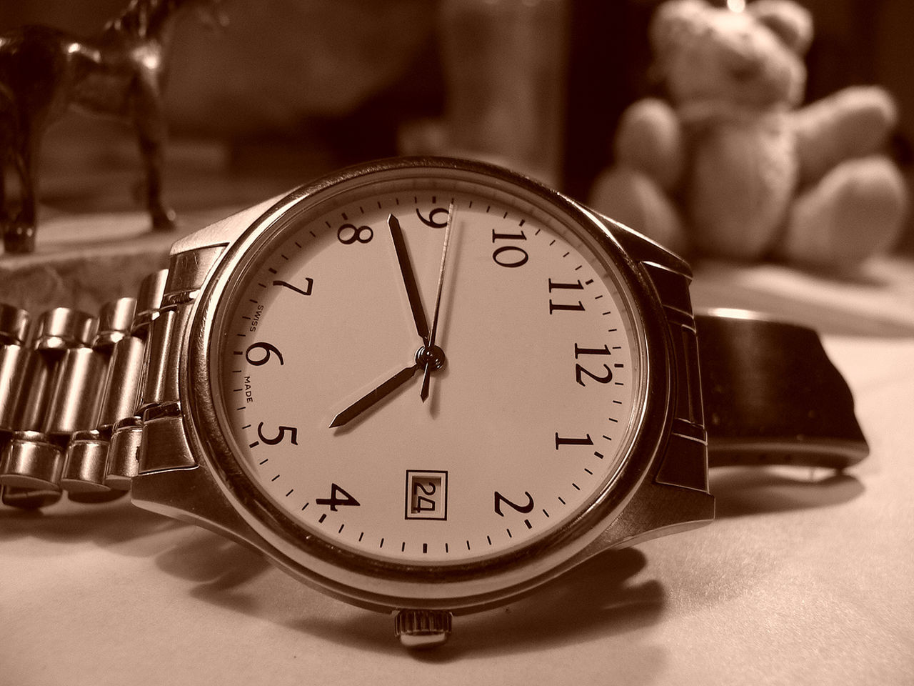 time, clock, indoors, close-up, focus on foreground, pocket watch, no people, minute hand, clock face, day