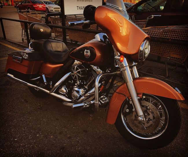 Don't see many of these on the road here in Alberta. Only 3,000 of them and you know why. ❤️ Harleydavidson Limitededition