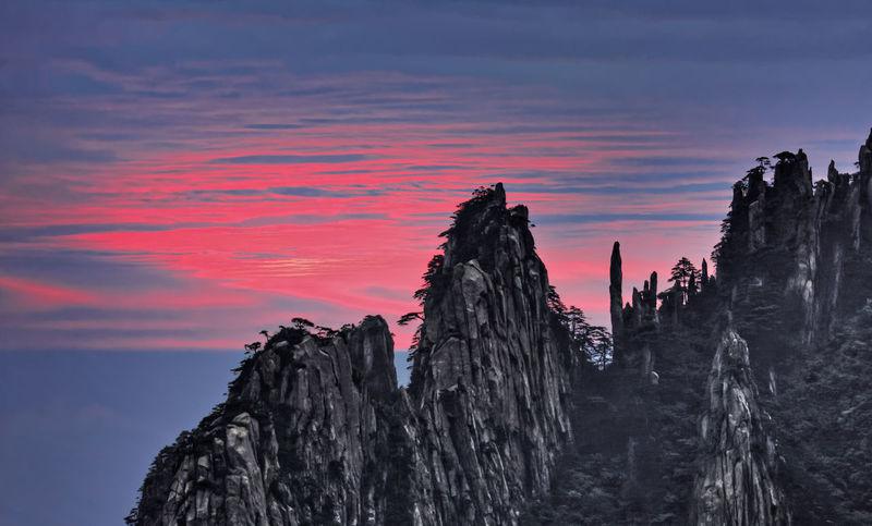 Metallic Rocks Beauty In Nature China Cloud - Sky Dramatic Sky Huangshan Metallic Model Orange Color Rock - Object Rock Formation Sunrise Yellow Mountain