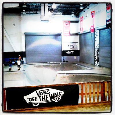 Day 3 at Vans (day 4 skating) the day after @eddieelguera's 50th skate party marathon. Sofa King™ sore and tired. Let's go!