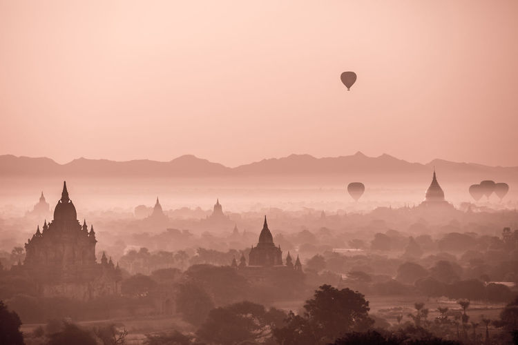Beautiful Myanmar Authenticity Bagan Beautiful Myanmar Burma Hot Air Balloons Myanma Myanmar Old Pagan Sunrise Sunrise Over Bagan Temples The Great Outdoors - 2016 EyeEm Awards