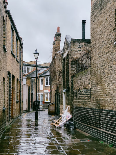 Shoreditch London Backstreets & Alleyways EyeEm Best Shots Old Buildings Architecture Urban Landscape Street Light Building Exterior Residential District Outdoors Wall - Building Feature