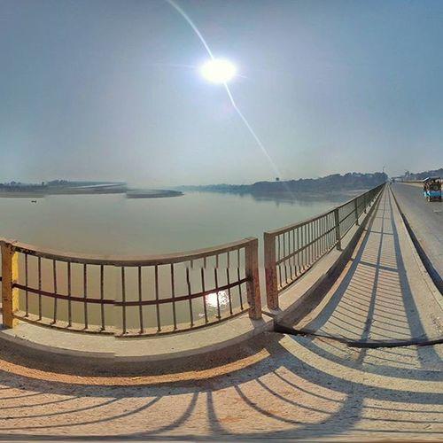 Ganga Bridge at Kanpur Ganga Gangabridge Ghats  Gangaghat Kanpur Kanpurdiaries Uptourism UttarPradesh Uptourism Uttarpradeshdiaries Googlecamera Redmi2Prime Xiaomi Xiaomiyicamera Phonecamera Avengers Feellikegod