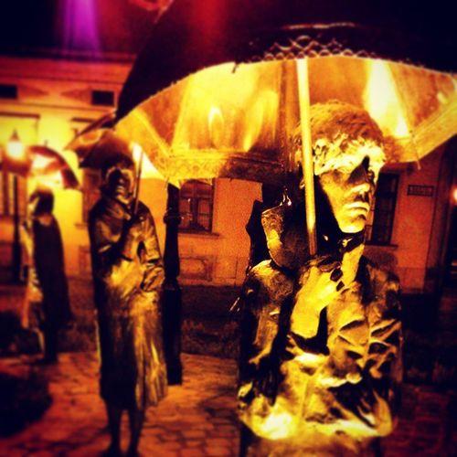 You can stay under my umbrella Statue Umbrella Obuda óbudacity Budapest Rihanna Esernyőscsávók Mik Urban Art Jamesdeanintherain