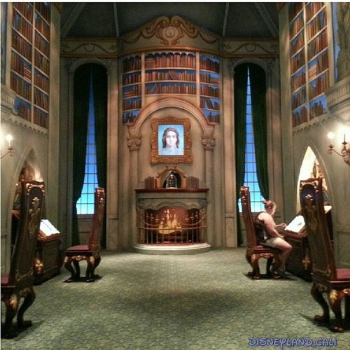 This place is surprisingly very empty lol :) Beautyandthebeast Beastlibrary Californiaadventures Disneylandresort Disneyland DCA disneyland_cali