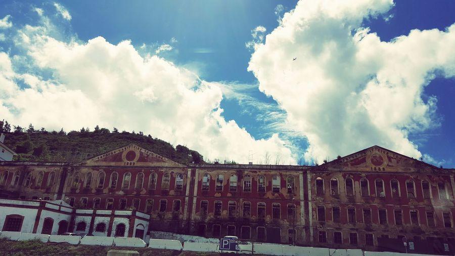 Edificio Antigo Ceu Azul Nuvens