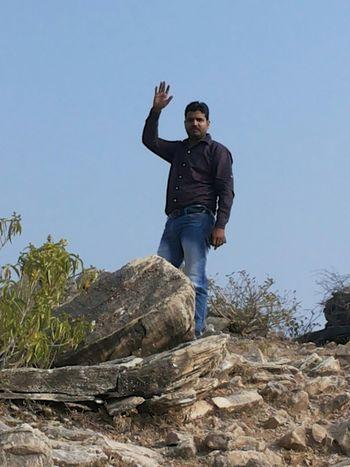 मै पहाड़ पर चढते हुऐ।।।।