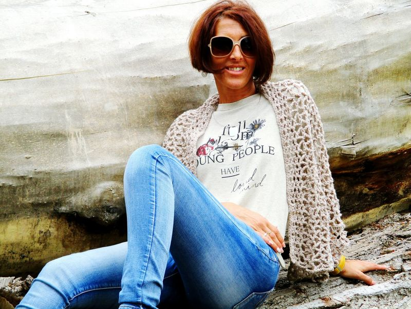Girl Autumn🍁🍁🍁 Lifestyles Sunglasses Outdoors Day Smiling Wood Jeans