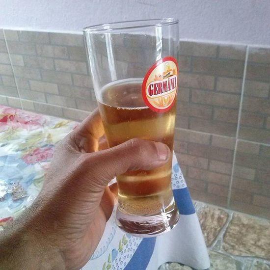 Saúde! Cerveja Bebida Bebendo