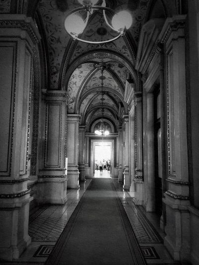 Architecture_bw Architecturelovers Architecture_collection Bnw_life Bnw_captures Bnw_collection Bnw_gateway2018 Bnw_friday_eyeemchallenge Architecture Built Structure The Way Forward Arch Architectural Column Corridor Indoors