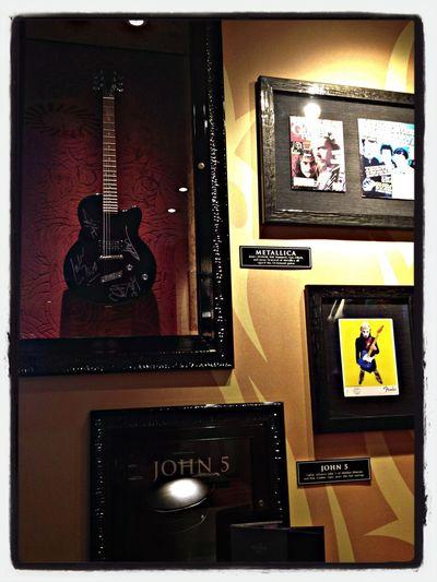 Metallica , John 5 en Hard Rock Café Ibiza Rock And Roll Heart Hrcibiza