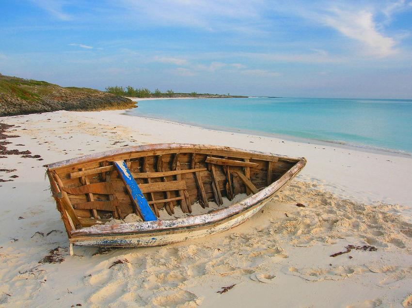 Abandoned boat. Abandoned Beach Boat, Scenics Sea Shipwreck Shore