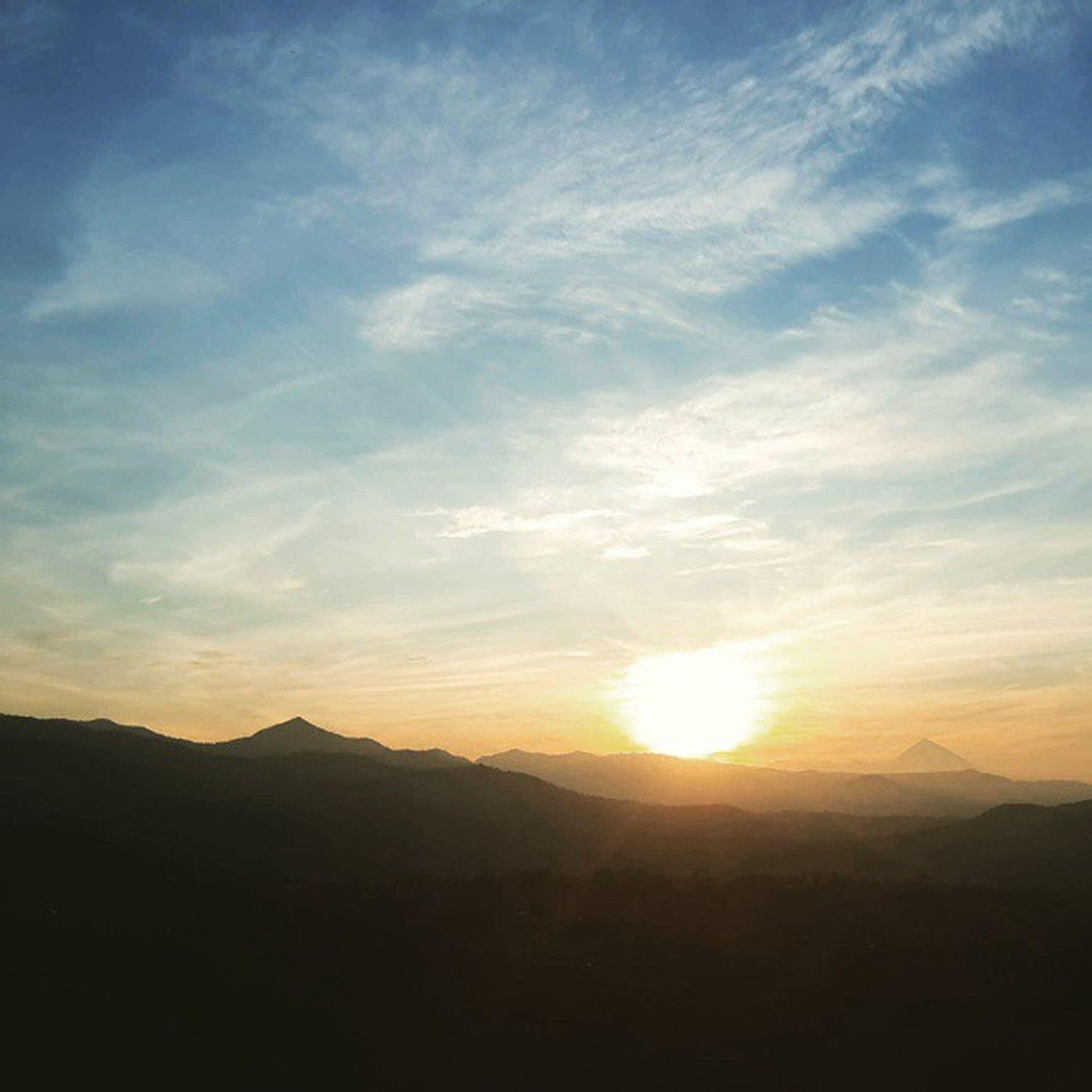 sunset, tranquil scene, scenics, tranquility, beauty in nature, silhouette, sun, mountain, sky, landscape, nature, idyllic, mountain range, sunlight, sunbeam, cloud - sky, cloud, non-urban scene, majestic, outdoors