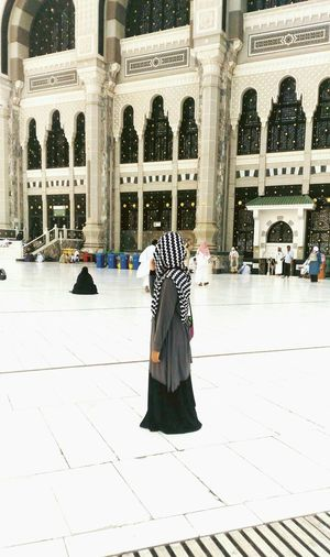 Relaxing moment after tawaf.Just a throwback picture. Masjid Al-Haram المسجد الحرام Tawaf Sai'e Monochrome Posing For The Camera Take A Break Hello World Check This Out Muslimah Muslim Woman Muslimgirl Im Proud Servegod Xoxo ❤  Feel The Journey Original Experiences