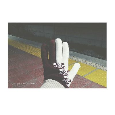 Hava soğuksa demek eldivenler takılır ⛄❄ Blog Blogger Izmirlibloggerlar Blogspot Winter Lifeblogger Cold Goodnight Izmirdeyasam Halkapinar Halkapınar