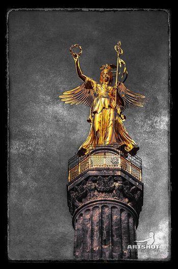 Berliner Siegessäule Statue Gold Colored Memorial Tourism Architecture GERMANY🇩🇪DEUTSCHERLAND@ Traveling Travel Destinations ArtWork Colorkey Street Photography Graphic Design Still Life Urban Darkness And Light